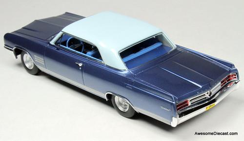 Goldvarg Collection 1:43 1964 Buick Wildcat, Diplomat Blue