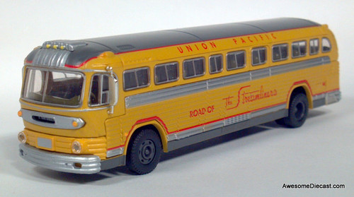 CMW 1:87 GMC PD-4103 Union Pacific Interstate Bus: Destination, E Los Angeles