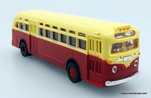 CMW 1:87 GMC TDH-3610 Transit Bus: Red/Cream