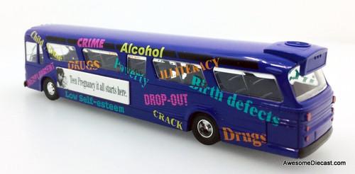 Busch 1:87 GM Fishbowl Bus: Teen Pregnanacy Bus