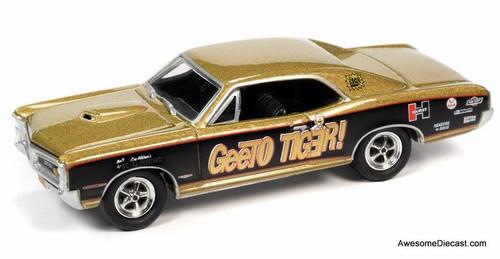 Johnny Lightning 1:64 Bobcat Pontiac: 1966 & 1969 Pontiac GTO