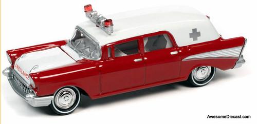 Johnny Lightning 1:64 1957 Chevrolet Ambulance