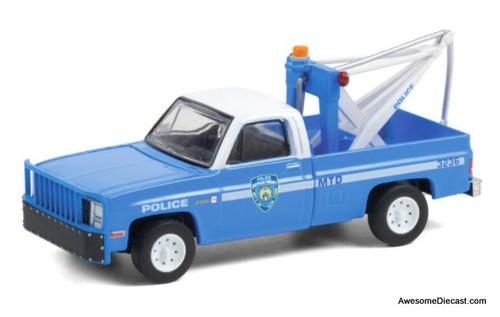 Greenlight 1:64 1987 GMC Sierra K2500 w/Drop in Tow Hook: New York City Police Department