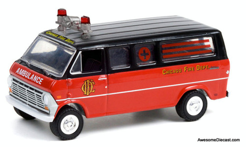 Greenlight 1:64 1969 Ford Club Wagon: Chicago Fire Department