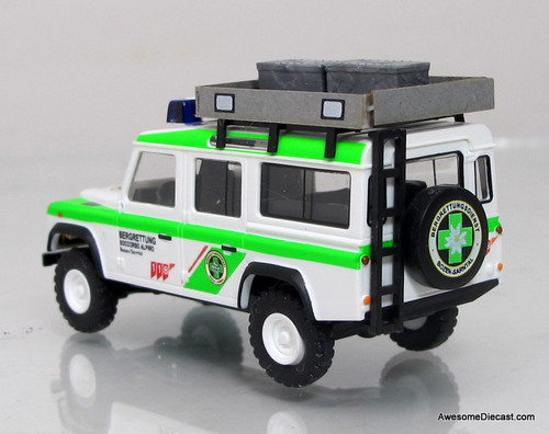 Busch 1:87 Land Rover Defender - Mountain Rescue