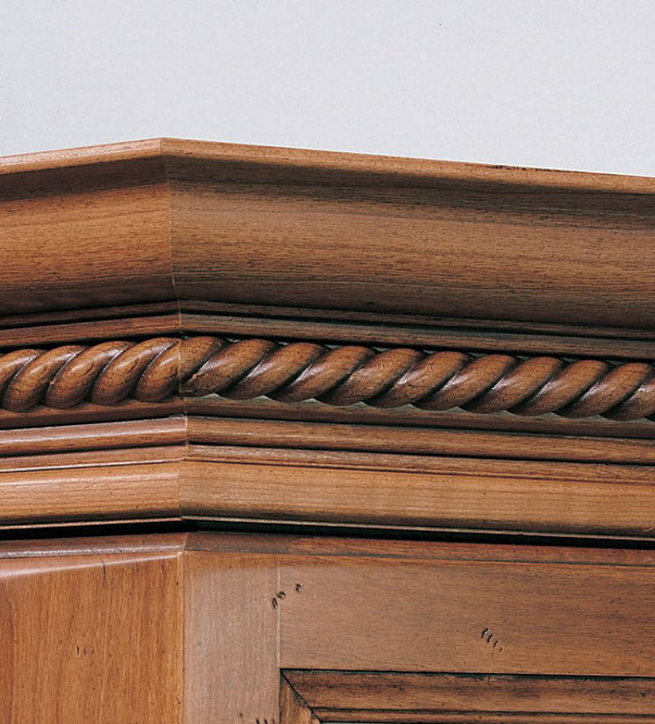 Classic Crown Molding With Rope Insert Kraftmaid