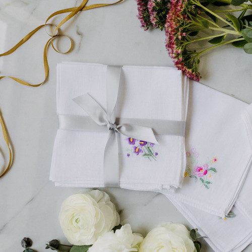 Favor handkerchiefs with embroidered flowers. Perfect to give guests.