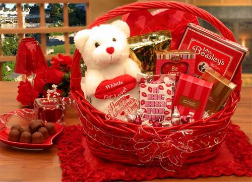 Smooches Valentines Day Gift Basket