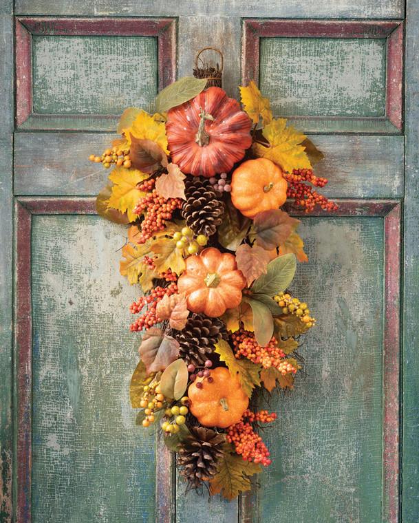 Pumpkins & Berries Autumn Teardrop