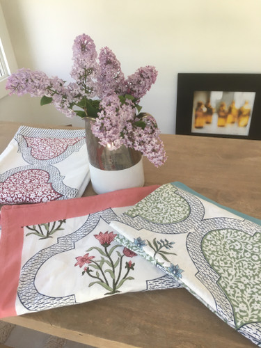 Tablecloth - Pink Floral Jengere