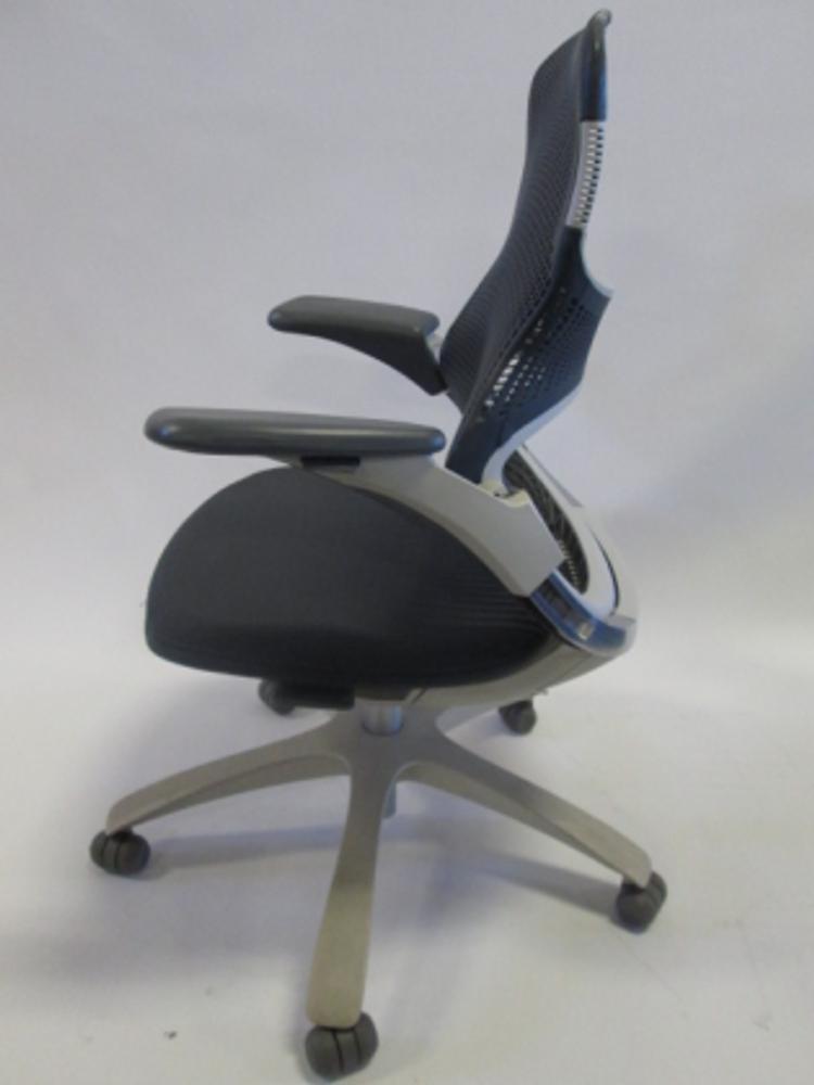 Knoll Generation Chair in Grey/Dark Grey