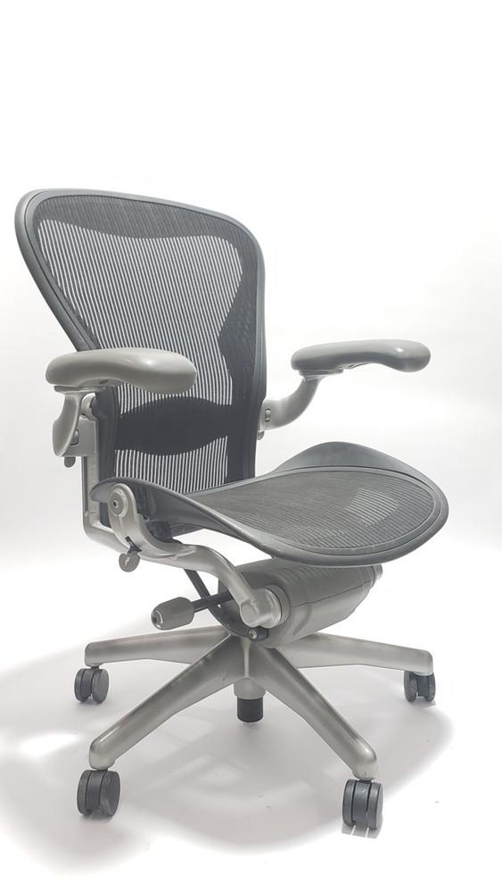 Aeron Chair Platinum Frame and Black Mesh with Lumbar Pad Size B