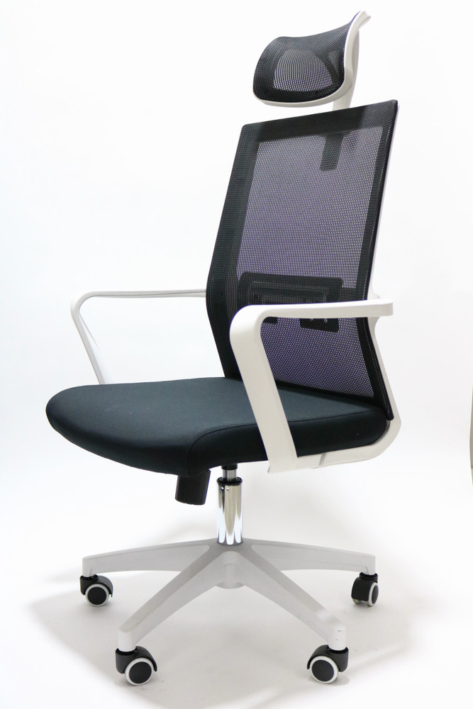 Assen Chair with Headrest By Seating Mind