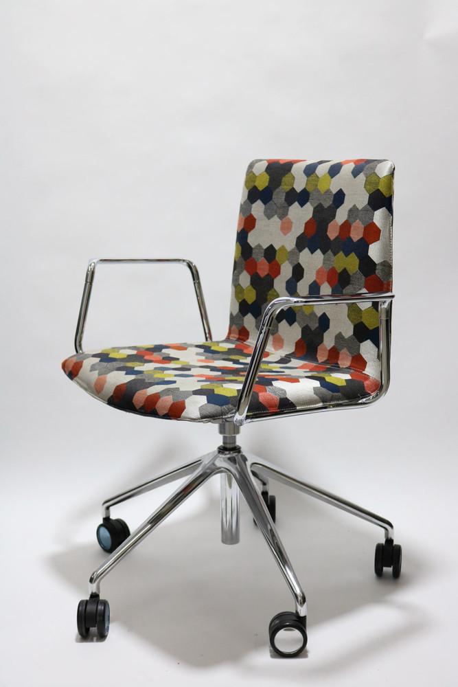 Andreu World Flex Corporate  SO1660 Chairs Collection by Piergiorgio Cazzaniga Dot Colors Fabric
