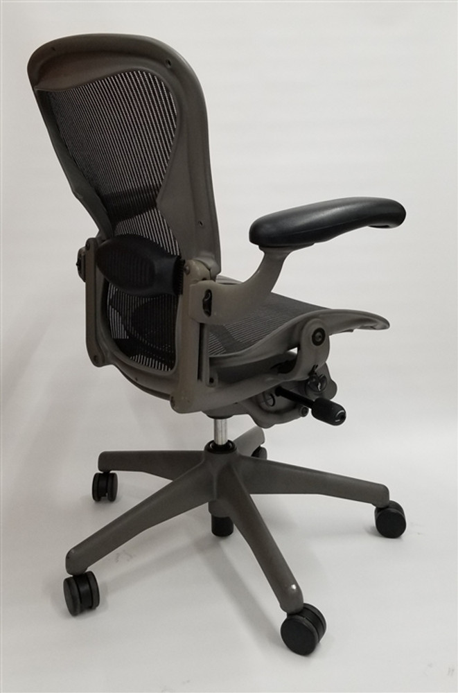 Herman Miller Aeron Chair Fully Featured Size B Gray Frame Black Mesh