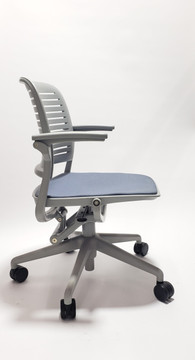Refurbished Steelcase Cachet Chair With Arms and Casters