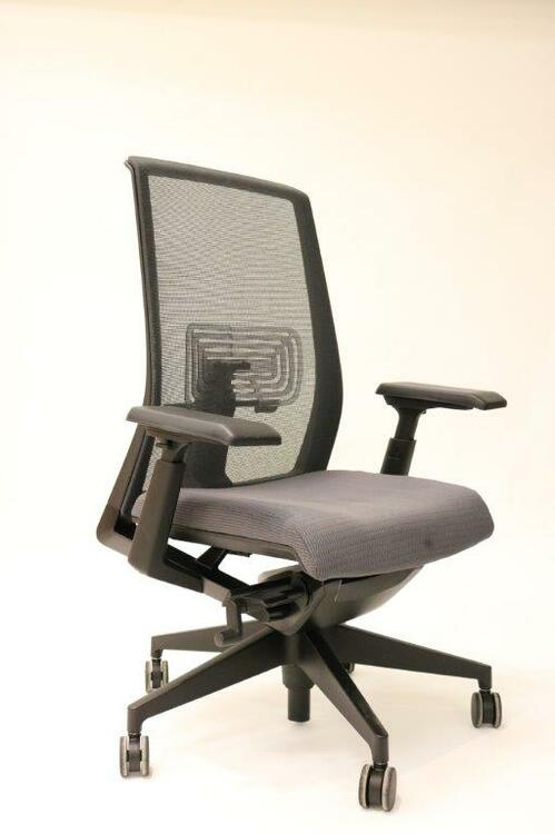 Haworth Very Chair Mesh Back Fully Adjustable Model + Fully Adjustable 4-D Arms