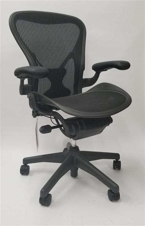best service 4f5dd 6acb3 Herman Miller Aeron Chair Basic with Posturefit Size B (or C)
