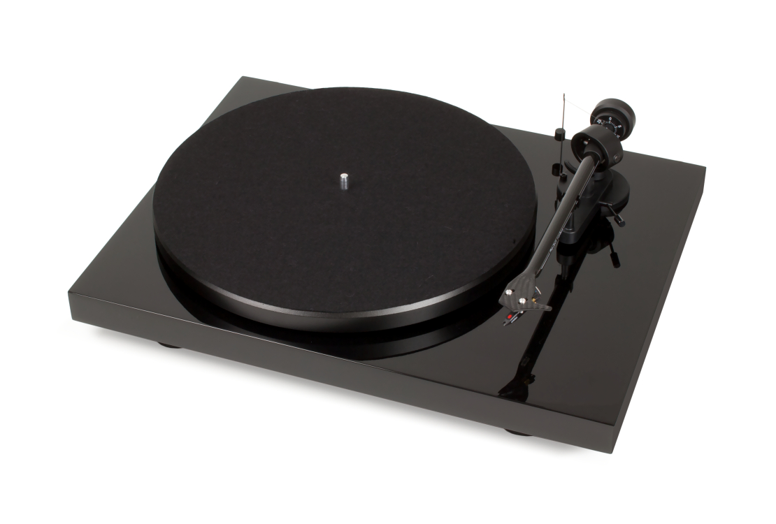 Pro-Ject Debut Carbon DC Phono USB Turntable with Ortofon OM10 Cartridge (Gloss Black)