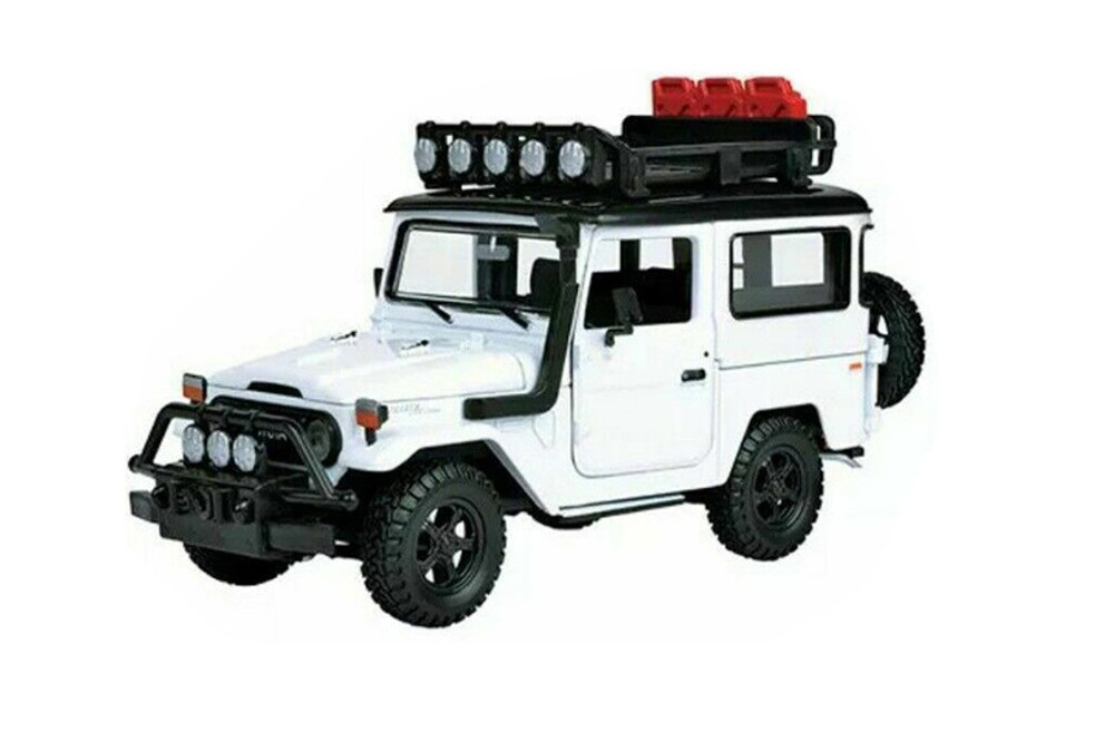 1974 Toyota FJ40 Land Cruiser, White - Motor Max 79137WT - 1/24 scale Diecast Model Toy Car