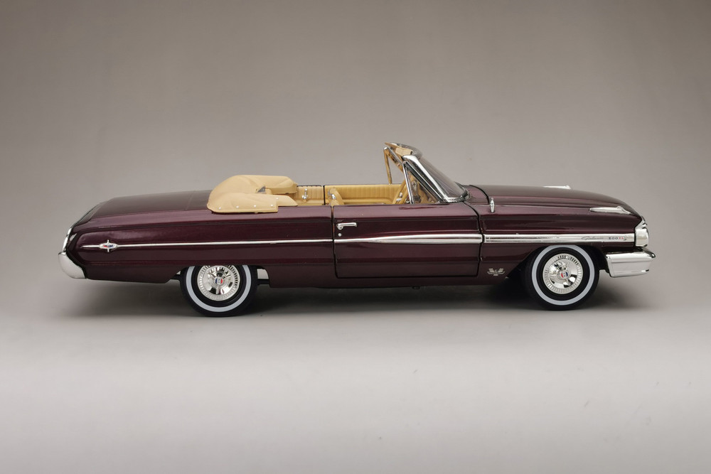 1964 Ford Galaxie 500/XL Open Convertible, Vintage Burgundy - Sun Star 1432 - 1/18 scale Diecast Model Toy Car
