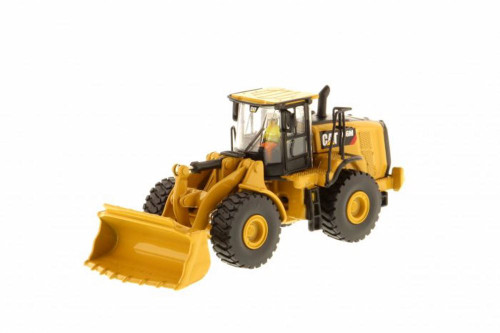 Caterpillar 966M Wheel Loader, Yellow - Diecast Masters 85948 - 1/87 scale Diecast Model Toy Car