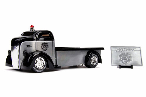 1947 Ford COE Flatbed Tow Truck with Diecast Mosaic Tile, 20th Anniversary - Jada 31072 - 1/24 scale Diecast Model Toy Car