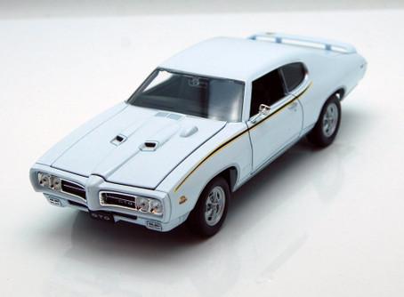 1969 Pontiac GTO, White - Welly 22501 - 1/24 scale Diecast Model Toy Car