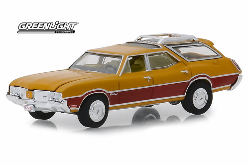 1970 Oldsmobile Vista Cruiser, Nugget Gold and Wood Grain - Greenlight 29950/48 - 1/64 Scale Diecast Model Toy Car