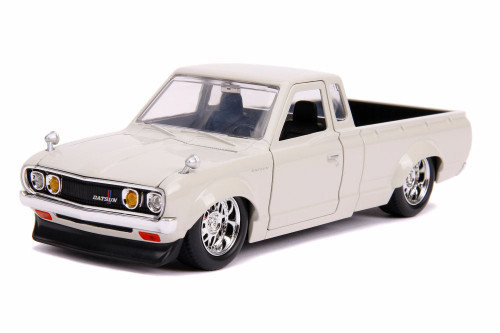 1972 Datsun 620 Pickup, White - Jada 31625DP1 - 1/24 scale Diecast Model Toy Car