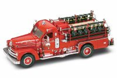 1958 Seagrave Model 750 Fire Engine, Red - Road Signature 20168 - 1/24 Scale Collectible Diecast Model