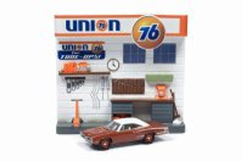 1970 Dodge Coronet Super Bee and Union 76 Interior Gas Station Facade, Red - Round 2 JLDR007/24 - 1/64 scale Diecast Model Toy Car
