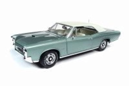 1966 Pontiac GTO, Muscle Car & Corvette Nationals (MCACN) 10th Anniversary - Auto World AMM1192 - 1/18 Scale Diecast Model Toy Car