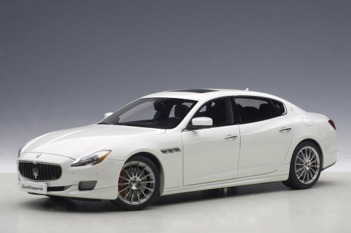 2015 Maserati Quattroporte GTS, Alpi White - AUTOart 75808 - 1/18 Scale Diecast Model Toy Car