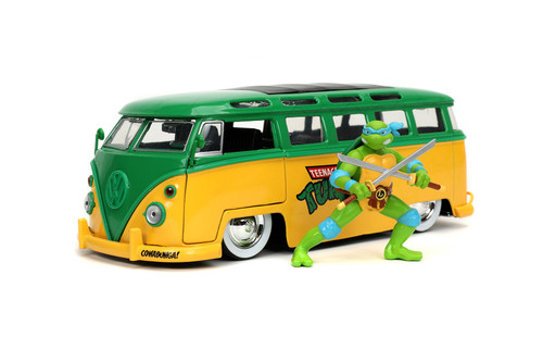 1962 Volkswagen Bus with Leonardo figure, Teenage Mutant Ninja Turtles - Jada Toys 31786 - 1/24 scale Diecast Model Toy Car