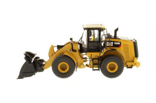 Caterpillar 950M Wheel Loader with Operator, Yellow - Diecast Masters 85914 - 1/50 scale Diecast Vehicle Replica