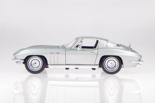 1965 Chevy Corvette, Silver - Maisto 31640SV - 1/18 scale Diecast Model Toy Car