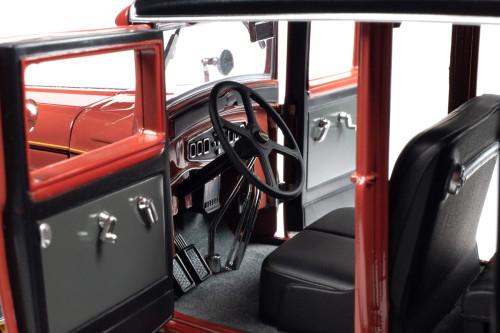 1931 Peerless Master 8 Sedan, Cinnamon Red and Black - Auto World AW284 - 1/18 scale Diecast Model Toy Car