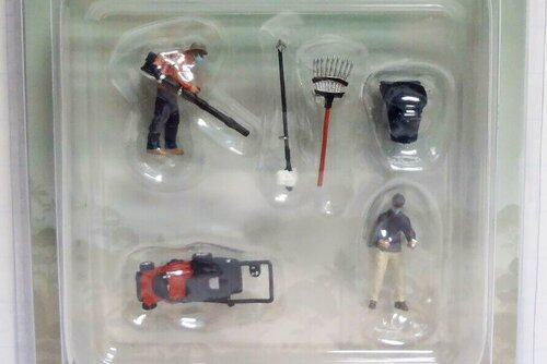 The Gardener Figure Set, Multi - American Diorama 76474MJ - 1/64 scale Figurine - Diorama Accessory