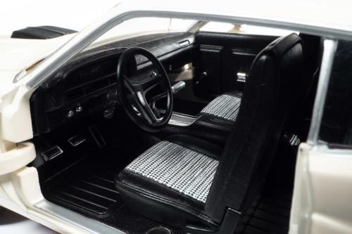 1971 Ford Torino Cobra GT, Wimbledon White - Auto World AMM1256 - 1/18 scale Diecast Model Toy Car