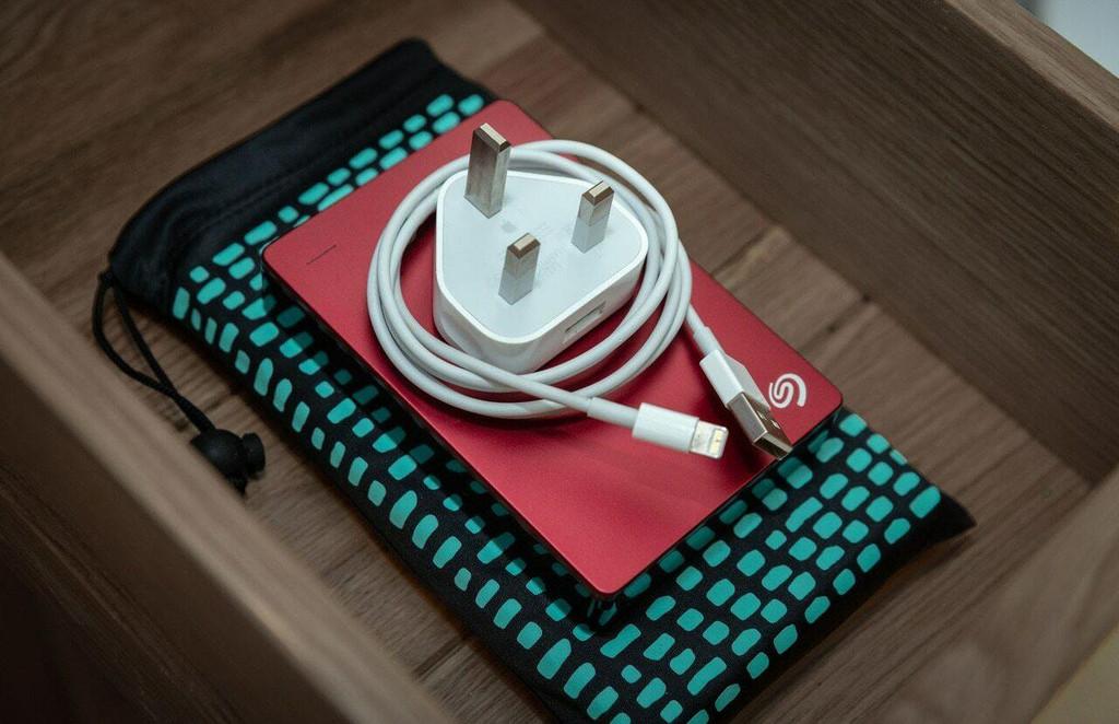 iPhone SE 2020 Wallet Case - Premium Genuine Leather - Turquoise