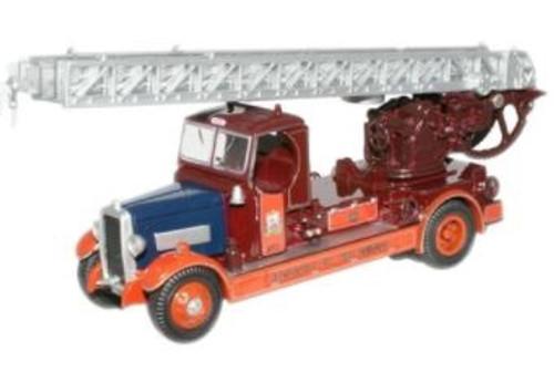 76TLM003 OO NEWCASTLE TLM FIRE ENGINE