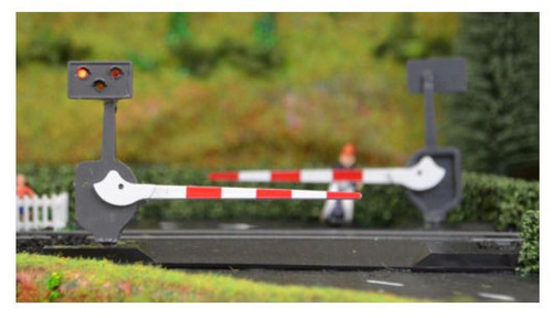 TTLCN10 OO LEVEL CROSSING SET WITH LIGHTS/SOUNDS