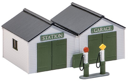 SS12 OO STATION GARAGE WITH PUMPS