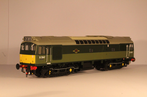 2530 OO  D7647 CLASS  25/3 BR TWO TONE GREEN SMALL YELLOW