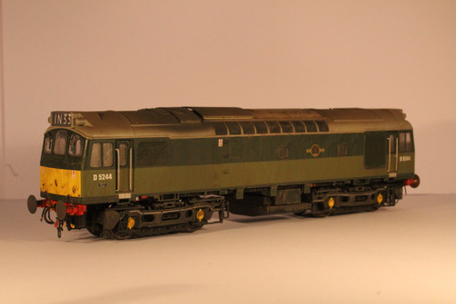 2531 OO  D5244 CLASS  25/3 BR TWO TONE GREEN SMALL YELLOW WEATHERED