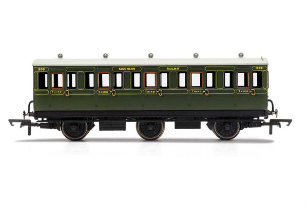 R40132A OO 1909 6W 3RD CLASS SR MAUNSELL GREEN WITH LIGHTS