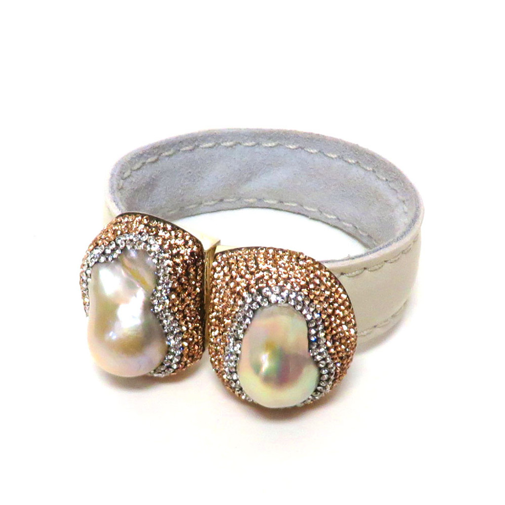 Fresh Water Moby Pearls Cuff White