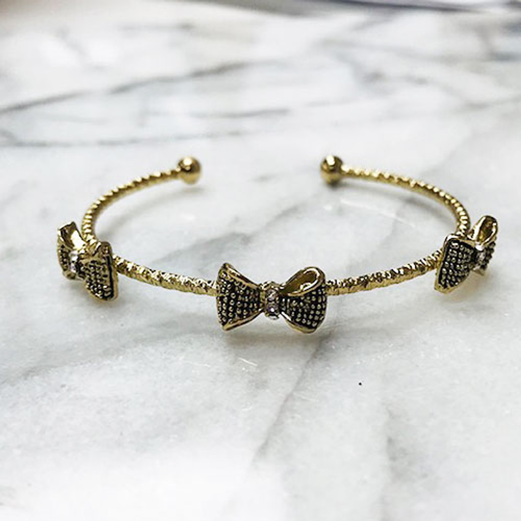 Bows on a Bangle