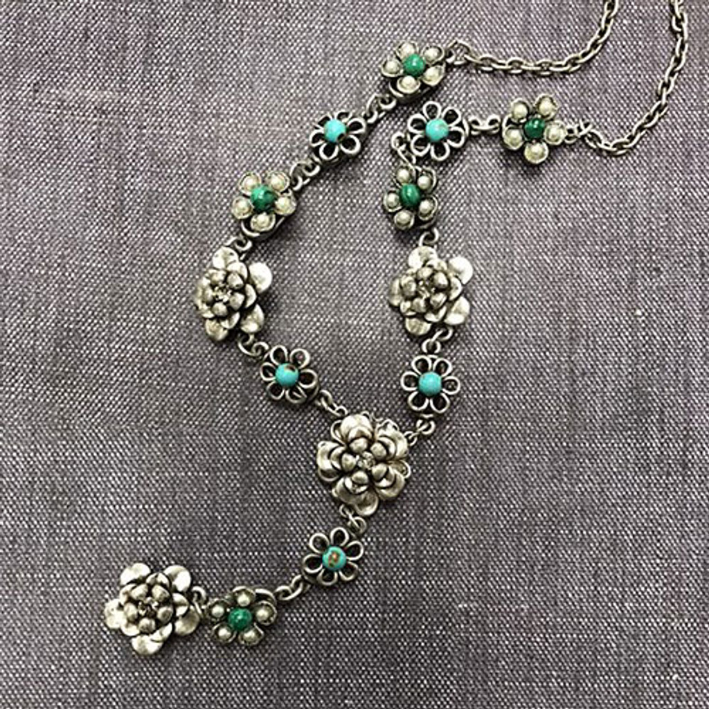 String of Silver Flowers Necklace